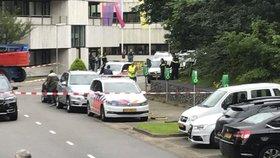 Ozbrojenec vtrhl do rádia, zajal rukojmí. Policie ženu zachránila