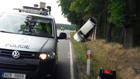 Hrozivá nehoda na Bechyňsku: Řidička »opřela« auto o strom
