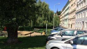 Sídlištní parkoviště na úkor zeleně? Praha 10 bude debatovat s občany na veřejných setkáních
