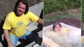 """Macura se pochlubil bazénem! Betonovou """"hrobku"""" kachličkoval 20 dnů"""