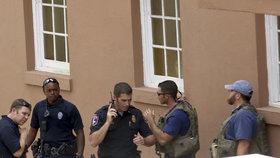 Útočník držel v Charlestonu rukojmí. Jeden člověk je údajně mrtvý