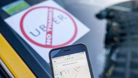 Pražští taxikáři si objednali Uber: Drsná hádka a plivání na řidiče