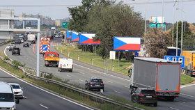 Ťok: Vlajky na billboardech nás nezastaví. Zakryjeme je a pak zbouráme