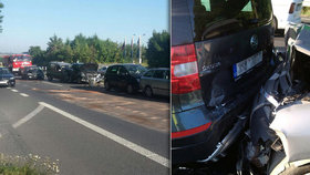 Na trase Slaný–Praha bouralo hromadně pět aut. Počítejte se zdržením