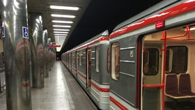 Průzkum ukázal: Z většiny stanic metra do práce to Pražanům trvá 5 minut