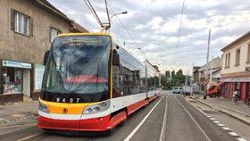 Platební kartou koupíte jízdenku ve všech pražských tramvajích. Autobusy mají smůlu
