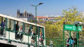 Lanovka na Petřín bude přes měsíc mimo provoz. Kromě údržby proběhne i modernizace