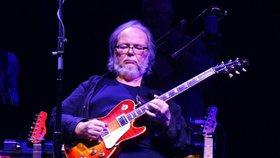 Zemřel Walter Becker, kytarista a zpěvák skupiny Steely Dan: Bylo mu 67 let