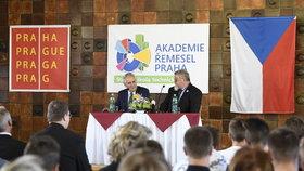 """""""Uklízečka bude možná prestižnější než poslanec."""" Zeman zahájil školní rok"""
