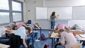 Začátek školy před 8:30 je pro studenty zničující. Experti: Děti pak trpí úzkostí