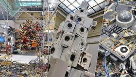 Pyramida z praček a jukebox na kvádrech z cementu. Pražanům padá v Rudolfinu čelist