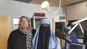 Islámské burky v rádiu: Vysílali v nich moderátoři