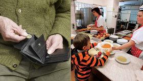 Důchodci v Praze vychází těžko s penězi: Na jídlech šetří tak, že chodí do školních jídelen