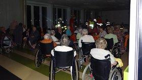 V Ostravě hořel domov pro seniory: Zapálila ho světlice baníkovců?!