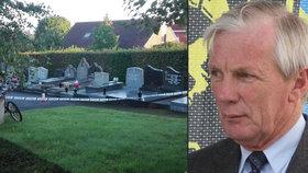 Starostu našli mrtvého na hřbitově: Mladík (18) mu podřízl hrdlo