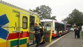 Muž ve Zlíně se chtěl oběsit na vlastním tričku: Zachránil ho řidič autobusu