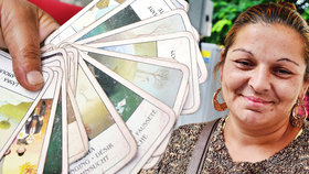 Cikánka Lenka věští v pražských ulicích budoucnost: Kartami si přivydělává