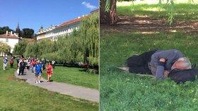 U vrby na Klárově kálí bezdomovci, pak se okolo válí: Úřad na ně nemá páky