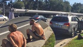 Zloději naložili kradený elektrický stožár na SUV. Polonazí skončili v poutech