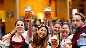 V sobotu startuje Oktoberfest. Tuplák piva zdražil ke třem stovkám