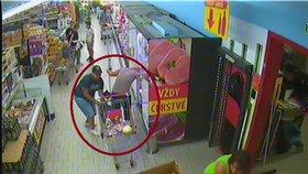 Zloděj okradl stařenku v supermarketu: Zjistila to, když neměla čím nákup zaplatit