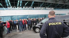 """Zablokují taxikáři opět Prahu kvůli Uberu? """"Stejně nic nezmůžeme,"""" řekla Krnáčová"""