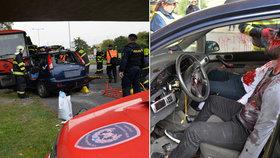 Rozvadovská spojka dějištěm simulace drsné nehody. Autobus kontra osobák, dva mrtví