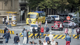 Praha proti teroristům: Betonové zátarasy po kritice nahradila výsuvnými sloupky