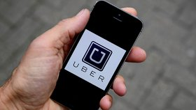 Mobilní aplikace jako taxametr? Ministerstvo chce zklidnit spor taxikářů s Uberem