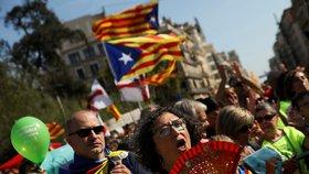 Tisíce lidí v ulicích Barcelony: Katalánci demonstrují kvůli referendu za nezávislost