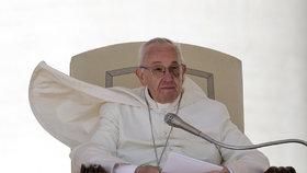 """""""Papež je kacíř."""" František čelí kvůli rozvedeným katolíkům nařčení z hereze"""