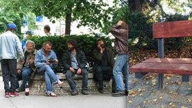 Český Těšín nechce spící bezdomovce na lavičkách: V parcích jsou tak nově sedátka jen pro jednoho