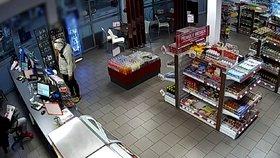 Lupič přepadl benzinku  Pumpař si četl noviny a ignoroval ho 1f4dd2671c
