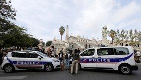 Ve jménu Alláha ubodal dvě Francouzky. Policie teď zatkla i jeho zradikalizovaného bratra