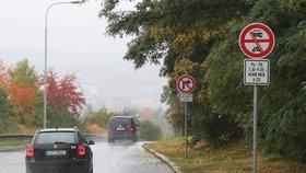 Uzavírka serpentin mezi Trojou a Bohnicemi: Reklamují se protiskluzové vlastnosti silnice