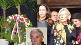 Pohřeb Jana Třísky: Uslzené Národní, prostá rakev a manželka s dcerami bojující s bolestí