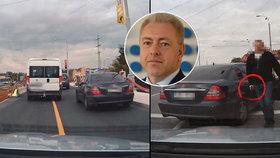 """Policisté v civilu vytáhli na řidiče pistoli. """"Nepřijatelné,"""" bouří ministr Chovanec"""