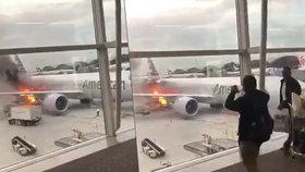 Požár na letišti: Náklad Boeingu 777 zachvátily plameny