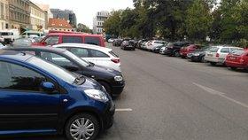 Jak byste v Praze 8 upravili parkování? Radnice sbírá názory obyvatel