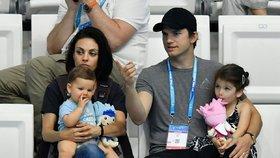Proč Ashton Kutcher a Mila Kunis nekupují dětem dárky k Vánocům?