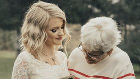 e3d438142634 Nechala si přešít 55 let staré svatební šaty po babičce. Výsledek vás dojme!