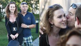 Ivan Vyskočil s o 42 let mladší přítelkyní Romanou: Líbačka a šuškání do ouška