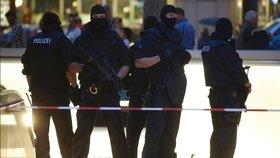 Teror v Berlíně? Muž najel autem do lidí, ti stihli uskočit