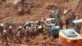 Tragédie na staveništi. Sesuv půdy zabil 11 dělníků v Malajsii