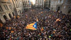 Španělsko obvinilo Katalánsko ze vzpoury. Premiérovi hrozí až 30 let