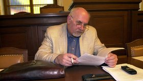 Rychetský na předávání metálů 28. října dorazí, i když od Zemana schytal kritiku