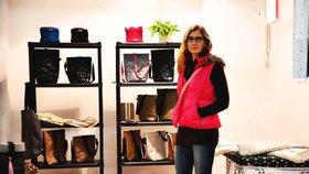 Šárka opustila korporát, stala se z ní designérka: V Holešovicích nabízí nezničitelné papírové tašky