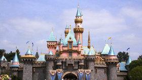 Smrtící bakterie v Disneylandu. Jeden člověk zemřel, část atrakcí zavřeli
