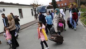 Za uprchlíky přicházejí celé rodiny. Do Německa se jich letos přestěhovalo 10 000