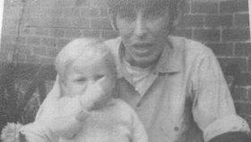 Fotka na Facebooku odhalila 49 let staré tajemství: Otec syna zavraždil a pak tvrdil, že šlo o nehodu